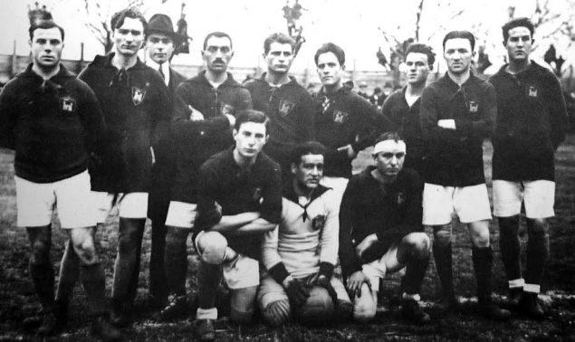 Una formazione del Livorno nella stagione 1919-1920, vincitore del campionato dell'Italia Meridionale (torneo peninsulare) e 2º classificato nella successiva finalissima di Prima Categoria